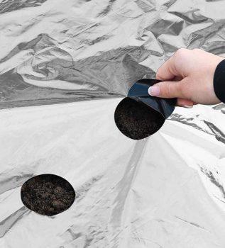 Univerzális fólia fekete-ezüst, minden növényhez, 0,95x5m, előrelyukasztott